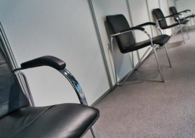 Stühle mit Sicherheitsabstand